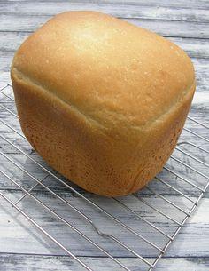 Pyszny i bardzo puszysty chleb na mleku świetnie sprawdzi się na śniadanie podany ze słodkimi dodatkami. Medium Recipe, Ale, Food And Drink, Cooking Recipes, Yummy Food, Bread, Baking, Breakfast, Buns