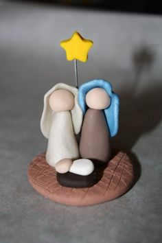 30 wonderful craft ideas for wunderschöne Bastelideen für Anfänger The word clay is reminiscent of the potter& wheel, the creation of things on the potter& wheel and the laborious process of putting the product in an oven … - Easy Polymer Clay, Sculpey Clay, Polymer Clay Projects, Diy Clay, Christmas Nativity Scene, Nativity Crafts, Nativity Scenes, Christmas Bells, Polymer Clay Christmas