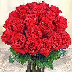 Ein Arm voll roter Rosen direkt vom Anbauer zu dir nach Hause - so frisch wie selbstgepflückt. #Valentins #Blumen #Geschenke #Deko
