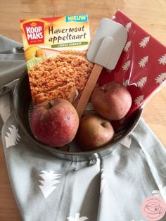 Appeltaartcadeau Themed Gift Baskets, Gifts For Husband, Natural Materials, Diy Gifts, Make Your Own, Food And Drink, Sweet, Party, Birth