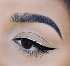 This black and gold liner is goals