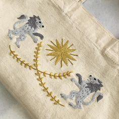 ryokoさんはInstagramを利用しています:「ライオンの刺繍完成! . お弁当箱入れて持ち歩く予定w . 満足しました✨ . 刺繍がま口制作に戻ります . #刺繍 #ハンドメイド #手芸 #刺繍部 #ライオン #樋口愉美子 #樋口愉美子のステッチ12か月 #ライオンの紋章 #セリア #セリアリメイク #セリアトート…」