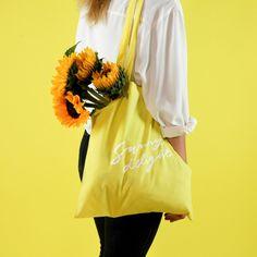 Sunny Delight Collection - Mélanie Johnsson http://www.shopmelaniejohnsson.com #colours #sunnydelight #stationery #colourpalette #yellow #sunshine #sun #sunny #illustration #design #pattern #brushlettering #lettering #tropical #plants #totebag