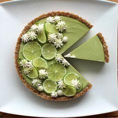 Avocado pie the dessert that makes us green Desserts Crus, Brownie Desserts, Fun Desserts, Delicious Desserts, Dessert Recipes, Yummy Food, Avocado Pie, Avocado Dessert, Donut Recipes
