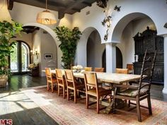 #HilaryDuff's Toluca Lake Home: Dining Room>> http://www.frontdoor.com/photos/tour-hilary-duffs-toluca-lake-home-for-sale?soc=pinterest