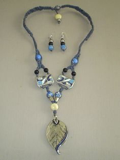 Medium necklace 25cm with white taguas. Zamac  accessories. Blue Jasper and onyx gemstones. Waxed lace. Silver hooks.
