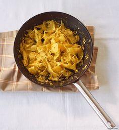 Mit Kräutern und Mandeln in Butter geschwenkt. Mehr muss gar nicht! Dazu passt Hähnchenragout mit Rauke.