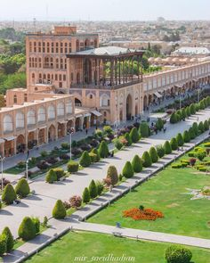 """Explore Isfahan on a totally Free"""" TAP Persia Walking Tour"""" 👇🏻 Persian Architecture, Cultural Architecture, Classic Architecture, Ancient Architecture, Palaces, Iran Pictures, Persian Garden, Desert Tour, Iran Travel"""