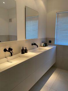 Bathroom Inspo, Bathroom Styling, Bathroom Inspiration, Master Bathroom, Bathroom Design Luxury, Home Interior Design, Lavabo Corian, House Inside, Beautiful Bathrooms