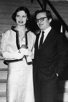 American heiress and designer Gloria Vanderbilt and her second husband American film director Sidney Lumet stand together at the foot of a marble staircase, early Get premium, high resolution news photos at Getty Images Retro Fashion, Fashion Show, Hbo Documentaries, Anderson Cooper, Gone Girl, New Wife, Social Icons, Costume Institute, French Films