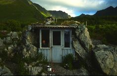 Uvershula in Nordland, Norwaysits on idyllic seashore location with fine views of the nearby Lofoten Islands. Built by a local school teacher, it has a wood burning stove, coffee pot, and a hut log book with comments from travellers from all over the world.