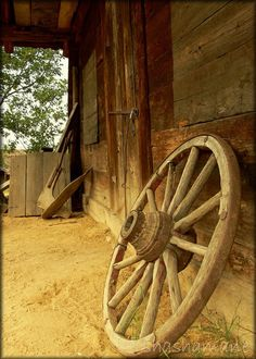 Old cart wheel 7x5 fine art photo print, rustic, farmyard