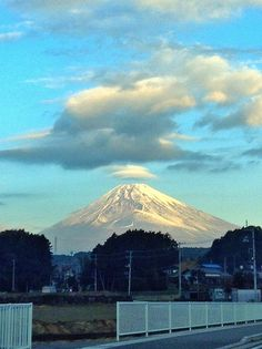 Cap cloud Mt.Fuji 笠雲 はなれ雲 富士山 11/24/2014 (Shizuoka Japan 静岡県裾野市)