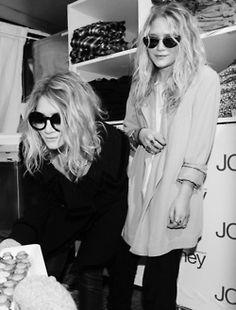 Mary Kate & Ashley Olsen lovee them Mary Kate Ashley, Mary Kate Olsen, Elizabeth Olsen, Ashley Olsen Style, Olsen Twins Style, Full House, Pretty People, Beautiful People, Olsen Fashion