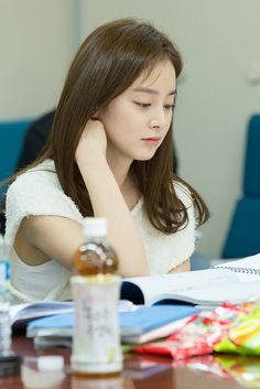 On June at the SBS Tanhyeon-dong Production Center, the Kim Tae Hee, Joo Won, and the rest of the cast of Yong-Pal tested their synergy during the script reading for the drama. Joo Won, Kim Ji Won, Korean Beauty Girls, Korean Girl, Asian Beauty, Yong Pal, Watch Korean Drama, Hyun Jae, Han Hyo Joo