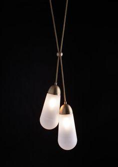 Luminária de latão e vidro do estúdio Apparatus