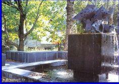 La première est la fontaine des poissons (place de la piscine) réalisée en 1987 par Robert Pagès.