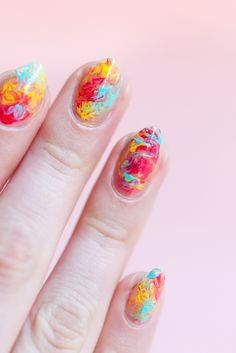 This is the absolute easiest way to get a party-worthy manicure in minutes Create your own DIY marble nails right at home by ing this simple step-by-step tutorial. Diy Nails, Cute Nails, Diy Manicure, Dip Dye Nails, Popular Nail Art, Nails At Home, Chrome Nails, Marble Nails, You Nailed It