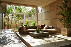 Studio Arquitectos and New York-based fashion designer Brandon Troy fuse fashion, architecture, interior design and landscaping in this house in the city of Tulum, Quintana Roo. Patio Interior, Interior Exterior, Architecture Design, Tulum Mexico, Piece A Vivre, Outdoor Furniture Sets, Outdoor Decor, Indoor Outdoor, Contemporary Interior Design