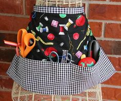 PDF for hobby apron pattern. Fabric is two fat quarters 18 x 22 and some ribbon. I can make this!
