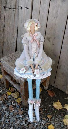 Купить кукла тильда ручной работы БАРЫШНЯ НА КОНЬКАХ В ГОЛУБОМ - бежевый