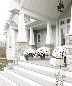 Exterior colors with stone curb appeal 50 Ideas for 2019 Exterior Gris, Exterior Design, House Paint Exterior, Exterior House Colors, Craftsman Exterior Colors, Craftsman Porch, Stone Exterior Houses, Siding Colors, Modern Farmhouse Exterior
