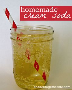 Homemade Cream Soda: shaken together Stir together: 12 oz. cold club soda 2 teaspoons maple syrup teaspoon vanilla extract can use this to make butter beer Refreshing Drinks, Fun Drinks, Yummy Drinks, Healthy Drinks, Beverages, Club Soda Drinks, Healthy Soda, Cold Drinks, Smoothie Proteine