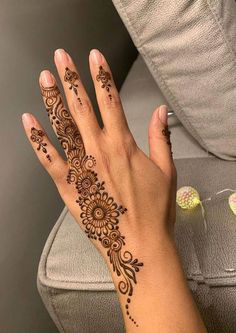 50 Most beautiful Bangalore Mehndi Design (Bangalore Henna Design) that you can apply on your Beautiful Hands and Body in daily life. Henna Flower Designs, Pretty Henna Designs, Modern Henna Designs, Latest Henna Designs, Finger Henna Designs, Beginner Henna Designs, Mehndi Designs Book, Mehndi Designs For Fingers, Mehndi Design Images