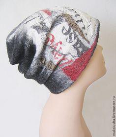 Купить или заказать Шапка валяная Последние новости в интернет-магазине на Ярмарке Мастеров. Очень уютная шапочка на весну или теплую зиму, достаточно плотненькая и теплая, сваляна из тонкого мериноса. Использован натуральный шелк с принтом из коллекции Джона Гальяно. Стильная, молодежная, мягкая, не колется. Можно свернуть и положить в сумочку, форму не потеряет. Осталось еще несколько кусочков такого шелка, могу сделать для вас еще какой-нибудь аксессуар в комплект (шарф, митенки).