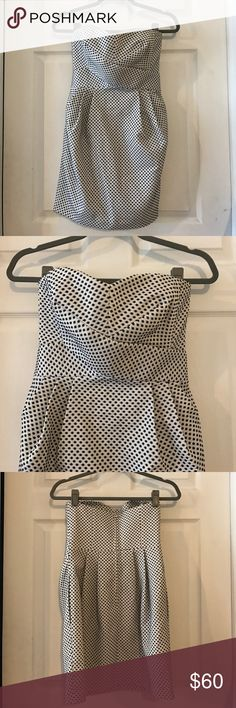 """Club Monaco strapless sweetheart dress white Only worn once when attending a wedding. True to size 0. About 25"""" long from middle point of sweetheart neckline. Club Monaco Dresses Strapless"""