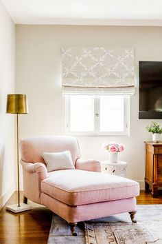 Pink chaise chair: http://www.stylemepretty.com/living/2015/08/24/modern-soothing-l-a-home-tour/ | Photography: Laure Joliet - http://www.laurejoliet.com/