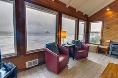Beachfront, pet-friendly cottage w/ private hot tub!