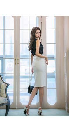 Manfai Wong's media statistics and analytics Beautiful Young Lady, Beautiful Asian Girls, Skinny Asian, Classy Summer Outfits, Fashion For Women Over 40, Fashion Outfits, Womens Fashion, Asian Fashion, Asian Woman