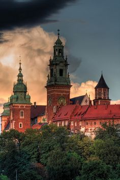 Wawel Cathedral Krakow-Polish monarchs were crowned here. Center for the mausoleum of St. Stanislav Cathedral is considered to be the patron of Poland. Oh The Places You'll Go, Places To Travel, Places To Visit, Beautiful World, Beautiful Places, Beautiful Pictures, Visit Poland, Poland Travel, Krakow Poland