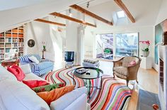 Livingroom, colorful rug