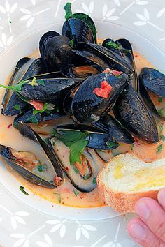 STEAMED MUSSELS in COCONUT THAI RED CURRY PASTE ~~~ great base recipe from which to thai-up via more herbs (or making homemade curry paste) or throw in more fusion. [ohsweetday]