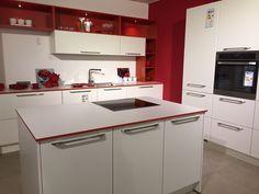 Durch einen farblichen Akzent wird Eure Küche zum Hingucker.