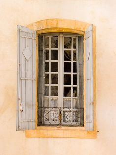 Avignon window with grate and shutters