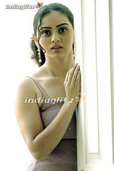 Shruti Marathe (Marathi: श्रुती मराठे) is Marathi actress from Pune appearing in… Beautiful Girl Indian, Most Beautiful Indian Actress, Beautiful Bollywood Actress, Beautiful Actresses, Indian Actress Hot Pics, Cute Girl Face, Brunette Beauty, Cute Beauty, Indian Beauty Saree