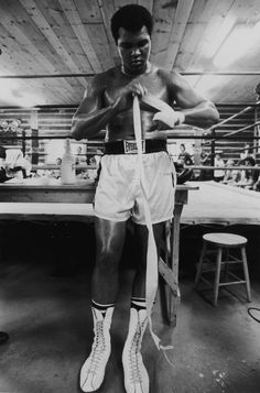 In memory of boxer Muhammad Alii wanted to pay tribute to him through famous portraits that the press and photographers published during his life.