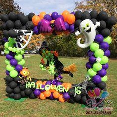 Halloween balloon photo frame and backdrop, spooky + fun balloon decor