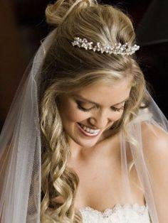 penteado noiva meio preso liso tiara - Pesquisa Google