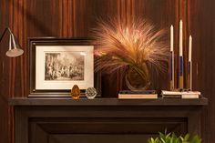 Decoração de lareira, decoração para lareira, com pesos, livros, adornos, quadro, fotos, acessórios, Cristais Cá d'Óro.
