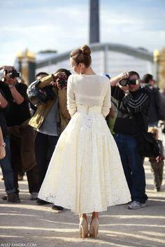 Ulyana Sergeenko winter white street style - lace full skirt and cream sweater Dress Skirt, Lace Skirt, Dress Up, Midi Skirt, Pretty Dresses, Beautiful Dresses, Looks Style, My Style, Club Style