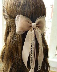 Sweet hairstyle for bridesmaid or flower girl / Spletnik
