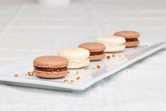 basic french meringue macarons with praline, caramel, and mocha variations Weber Spirit, French Meringue, My Honey, Macaroons, Nye, Mocha, Sweet Recipes, Nom Nom, Caramel
