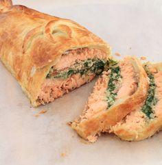 On dine chez Nanou   Saumon Wellington en croute de pâte feuilletée   Cette recette est anglaise , super pratique pour les fêtes car elle peut être réalisée la veille ...