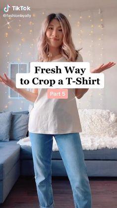 T Shirt Hacks, T Shirt Diy, Crop T Shirt, Shirt Dress Diy, Diy Clothes Life Hacks, Clothing Hacks, Diy Clothes Videos, Diy Crop Top, Crop Tops