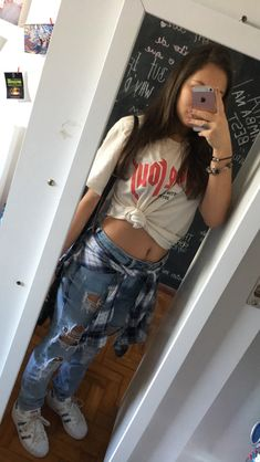 Foto Instagram, Instagram And Snapchat, Light Skin Girls, Selfie Poses, Tumblr Girls, School Fashion, Stylish Girl, Girl Photos, Ideias Fashion
