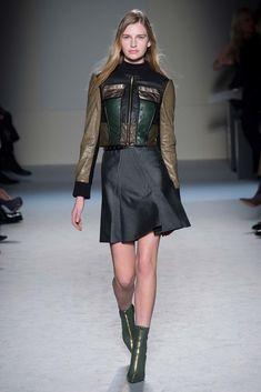 Roland Mouret Fall 2015 Ready-to-Wear Fashion Show - Ieva Palionyte